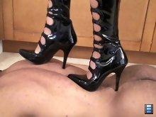 I always wondered, would high heel trampling marks be noticeable on black skin?